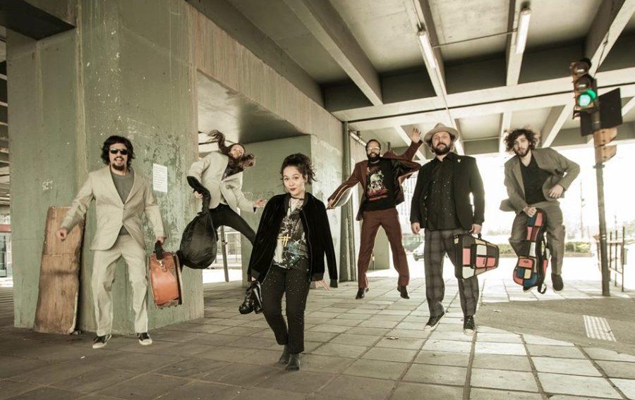 arthur de faria & orkestra do Kaos_foto raul krebs e figurino Beto Zambonato